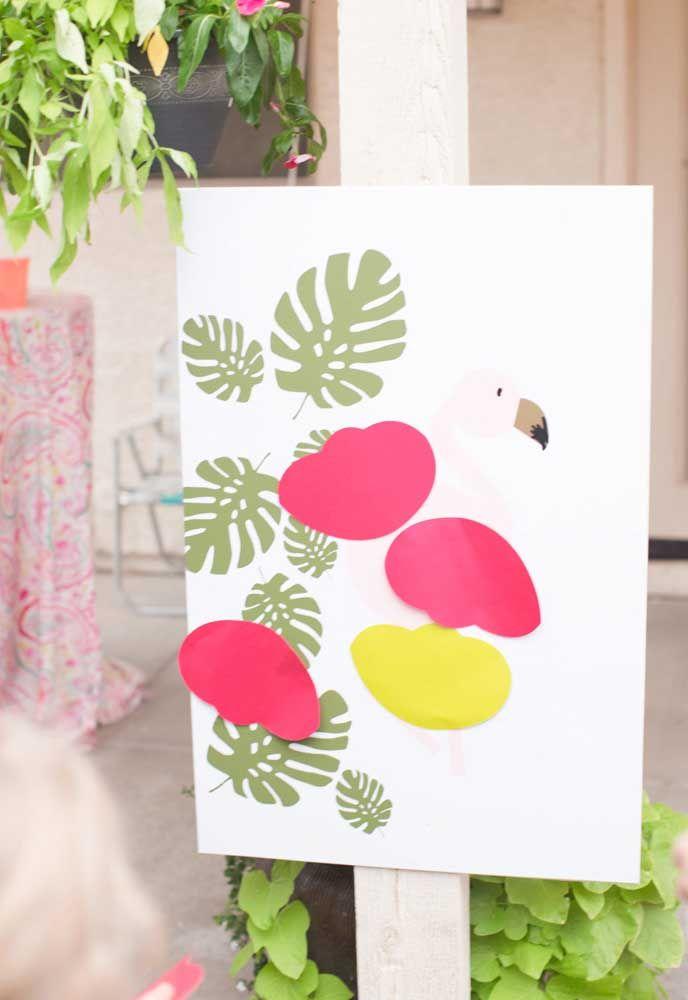 """Você também pode propor o """"personalize o seu flamingo"""" em uma placa grande imantada e vários acessórios para brincar e se divertir"""