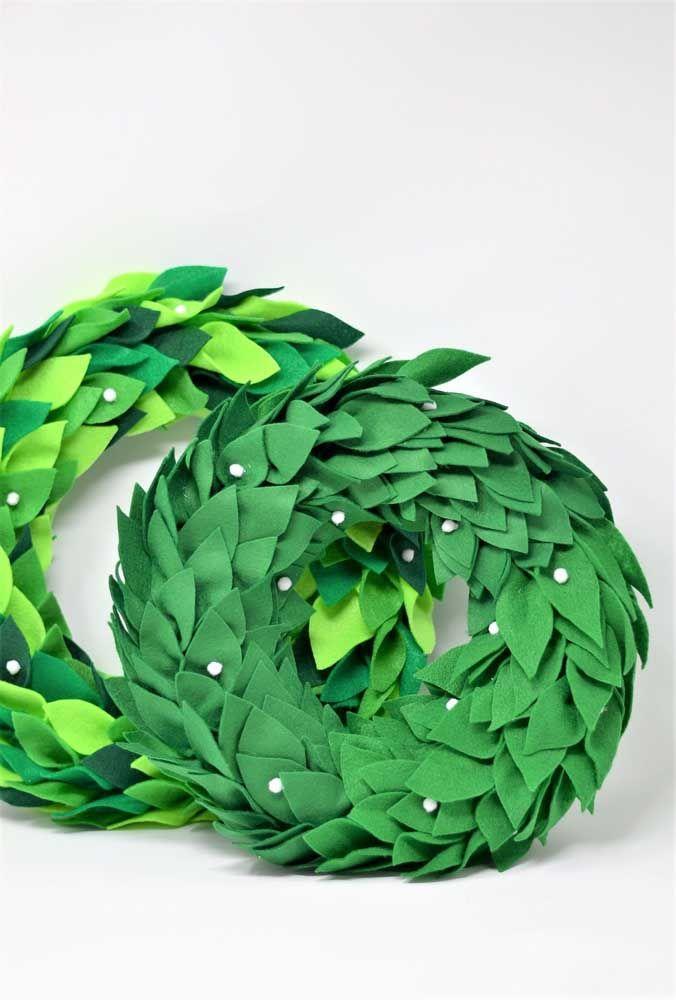 Duas opções de guirlandas verdes feitas de feltro