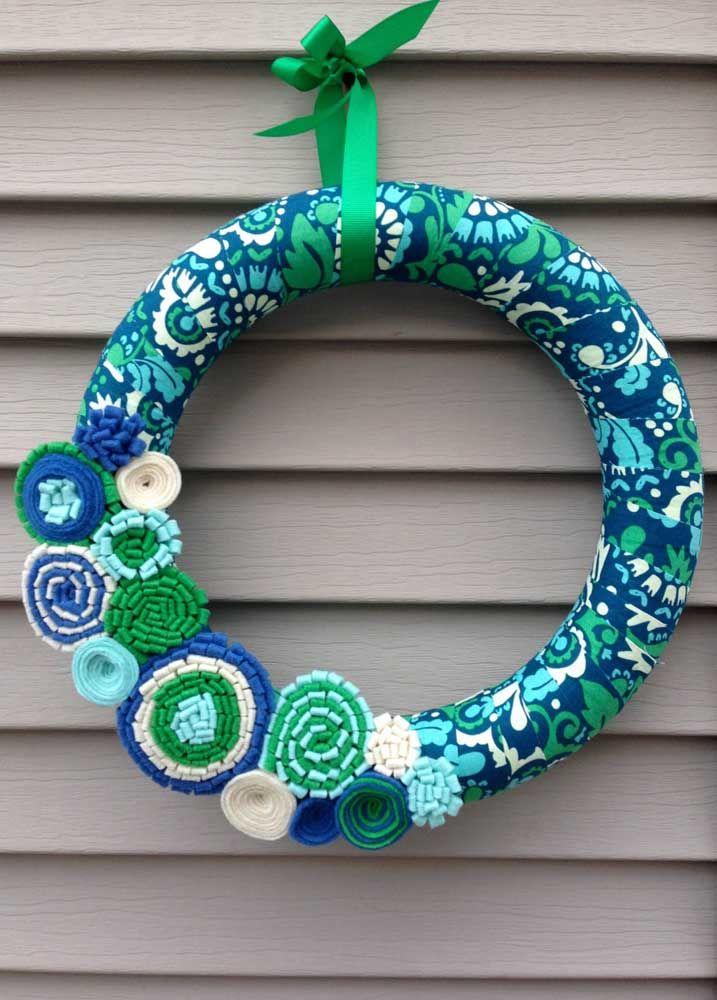 Verde, azul e branco: essas foram as cores escolhidas para compor essa guirlanda de feltro para cara moderna