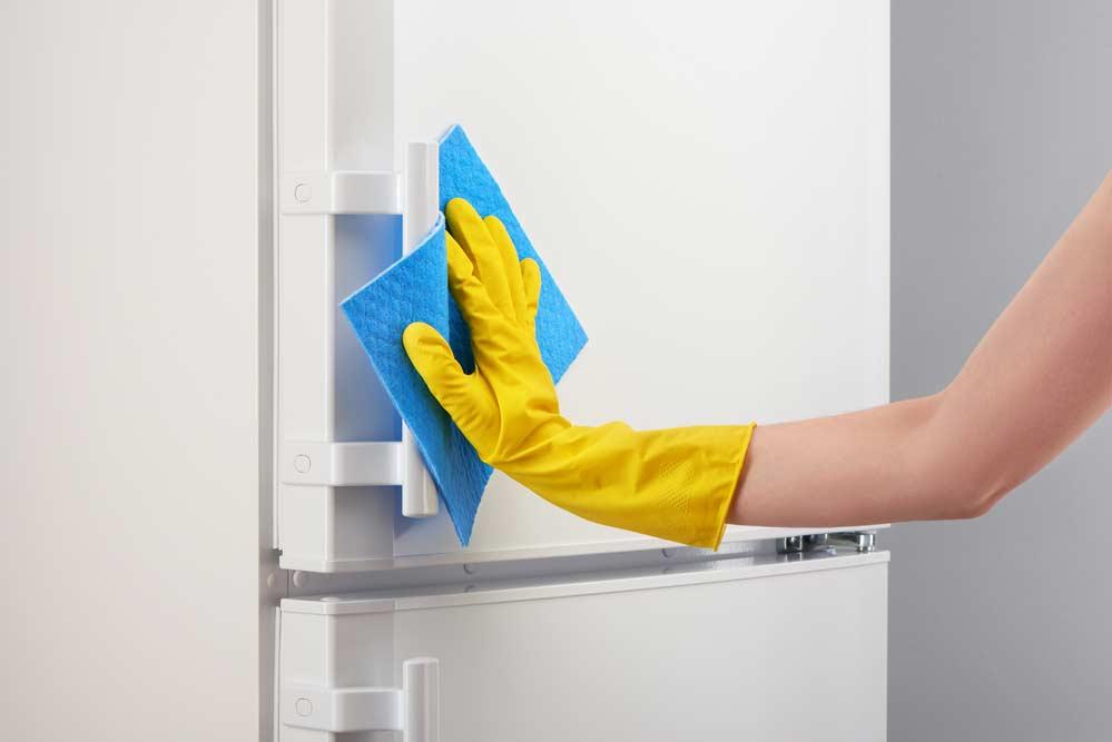 Preparação para pintar geladeira