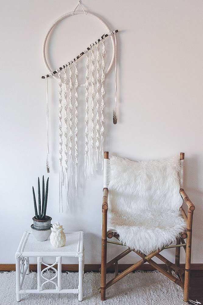 Filtro dos sonhos minimalista feito com crochê torneado