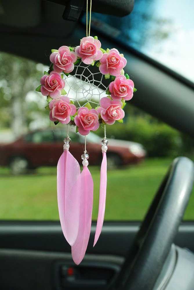 Lindo filtro dos sonhos para carro, com rosas delicadas e penas