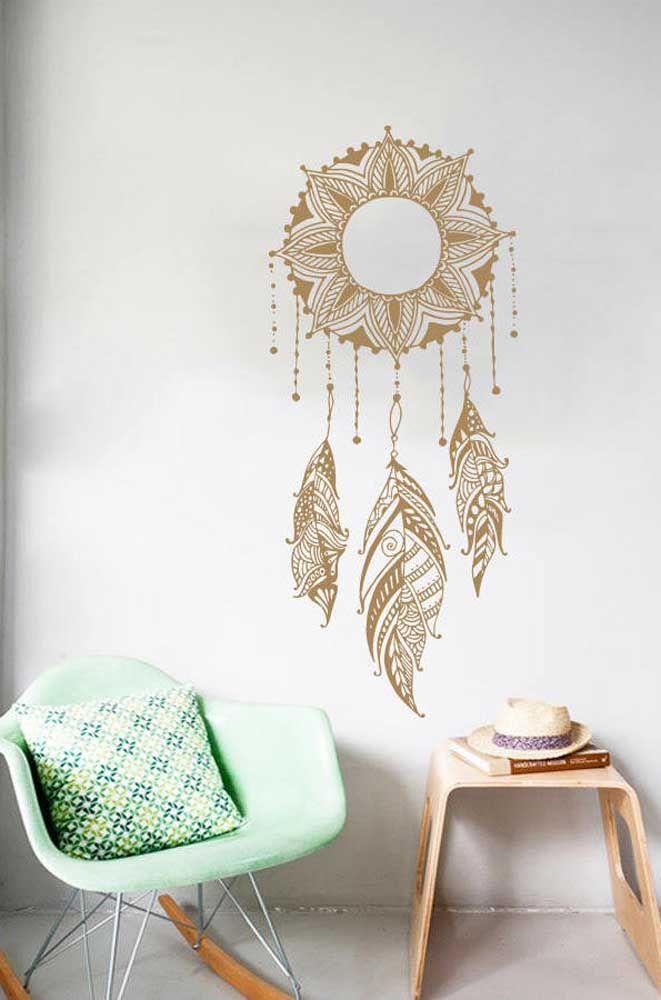 Adesivos ou pinturas na parede também ficam muito elegantes