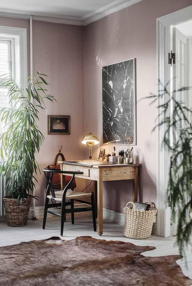 O frescor verde dessa sala foi garantido com o vaso de bambu mossô estrategicamente posicionado junto à janela