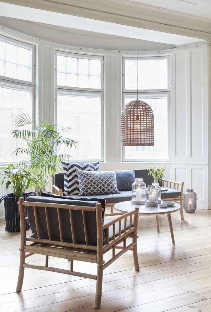 Junto à janela dessa outra sala o bambu mossô também se destaca