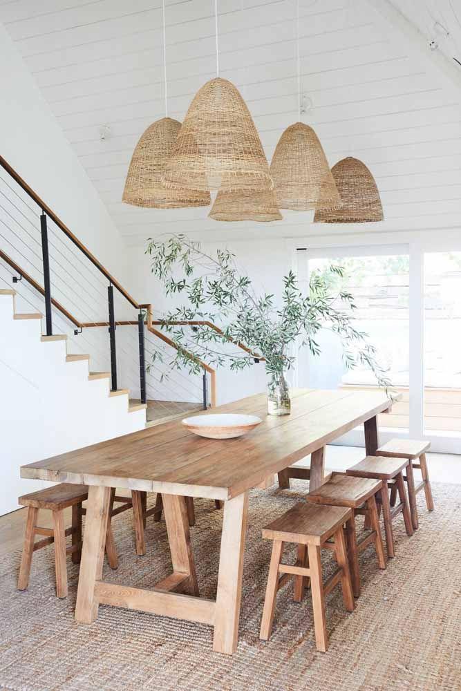 Decoração que valoriza elementos naturais com bambu mossô
