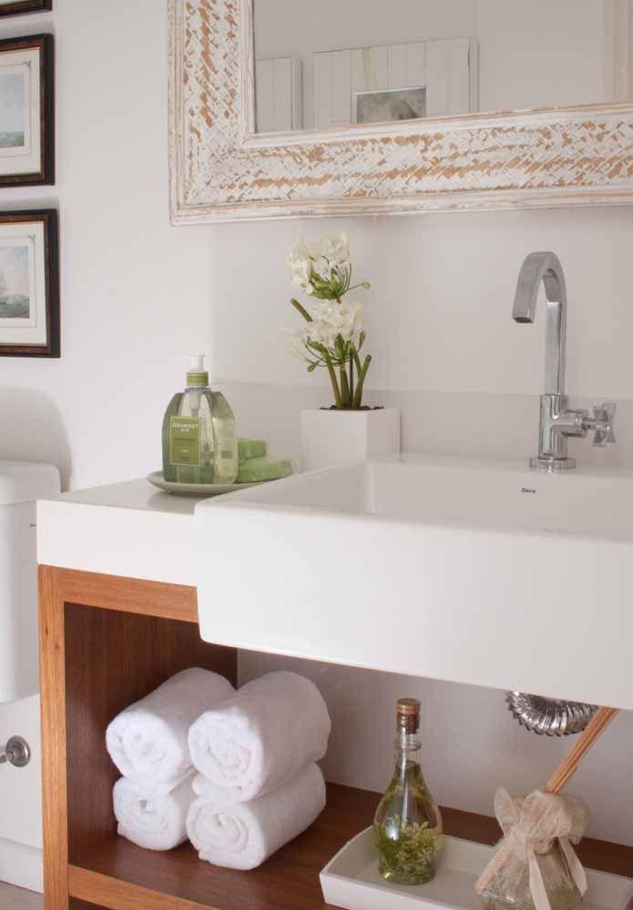 A pátina pode ser usada em conjunto com móveis modernos como nessa imagem