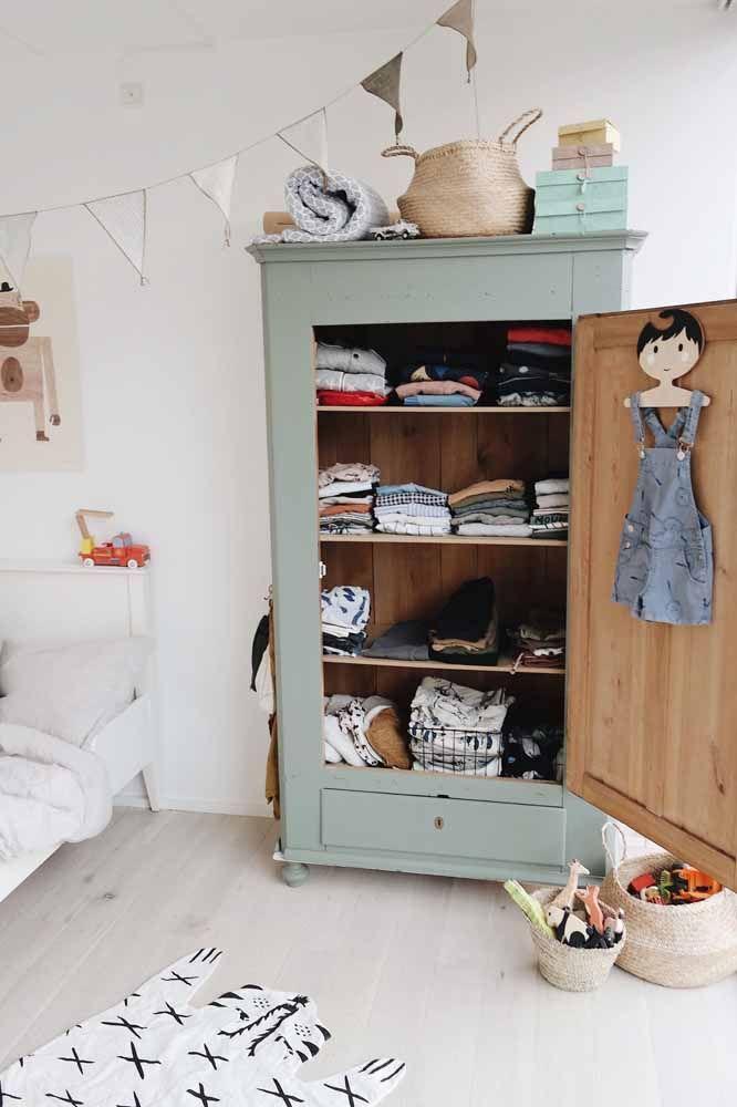 A pátina no guarda roupa infantil é lindo de viver