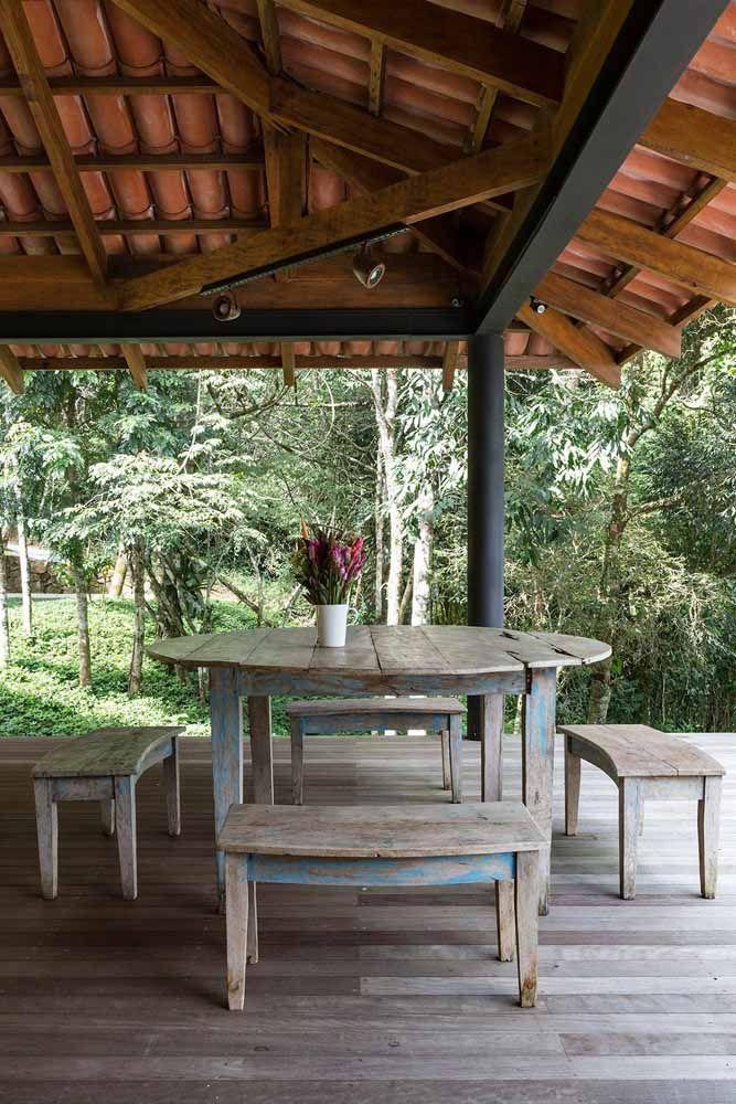 Os móveis de área externa são os campeões no uso da pátina e, de fato, combinam muito bem com a vida ao ar livre