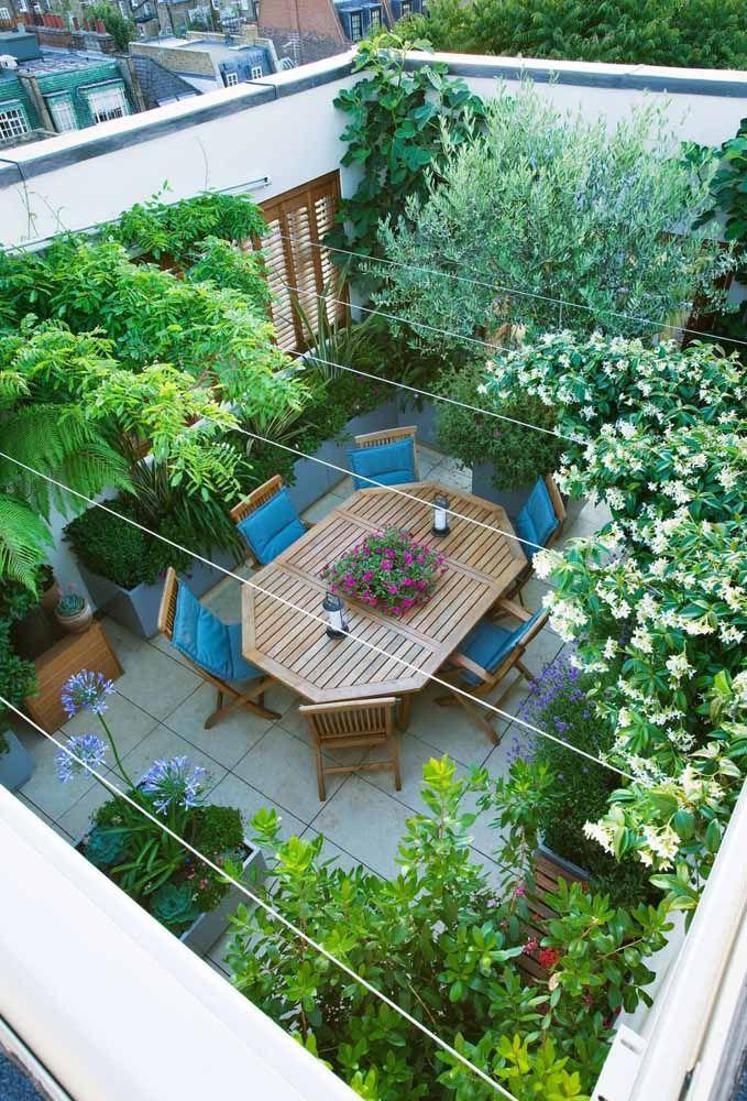 Aqui, a ideia de telhado verde foi aprimorada e deu lugar a um terraço verde