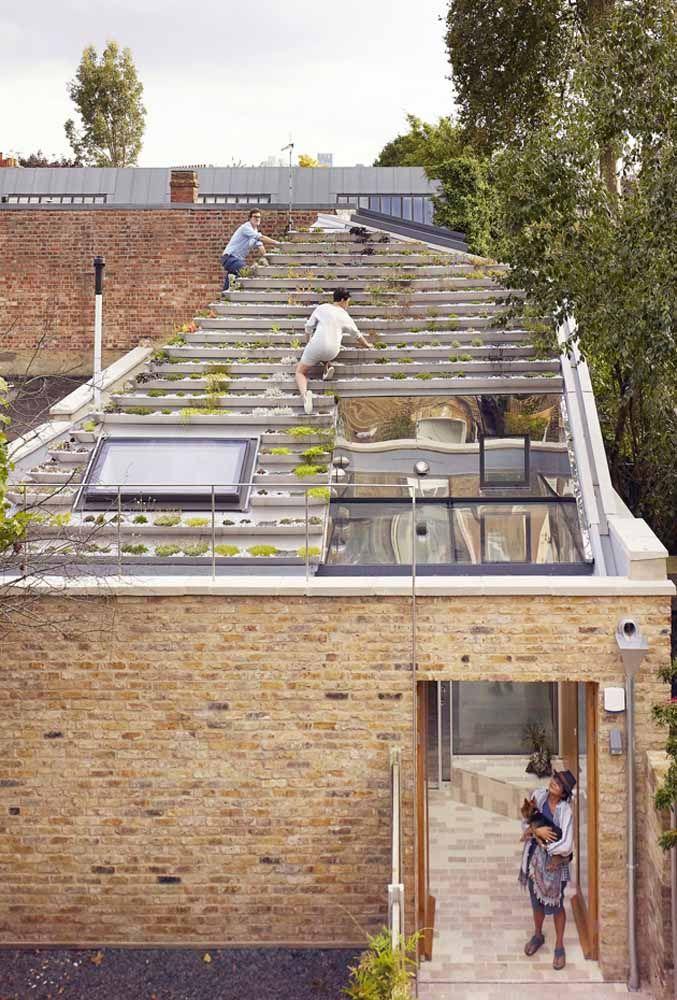 Telhado verde construído em degraus, semelhante a uma escada