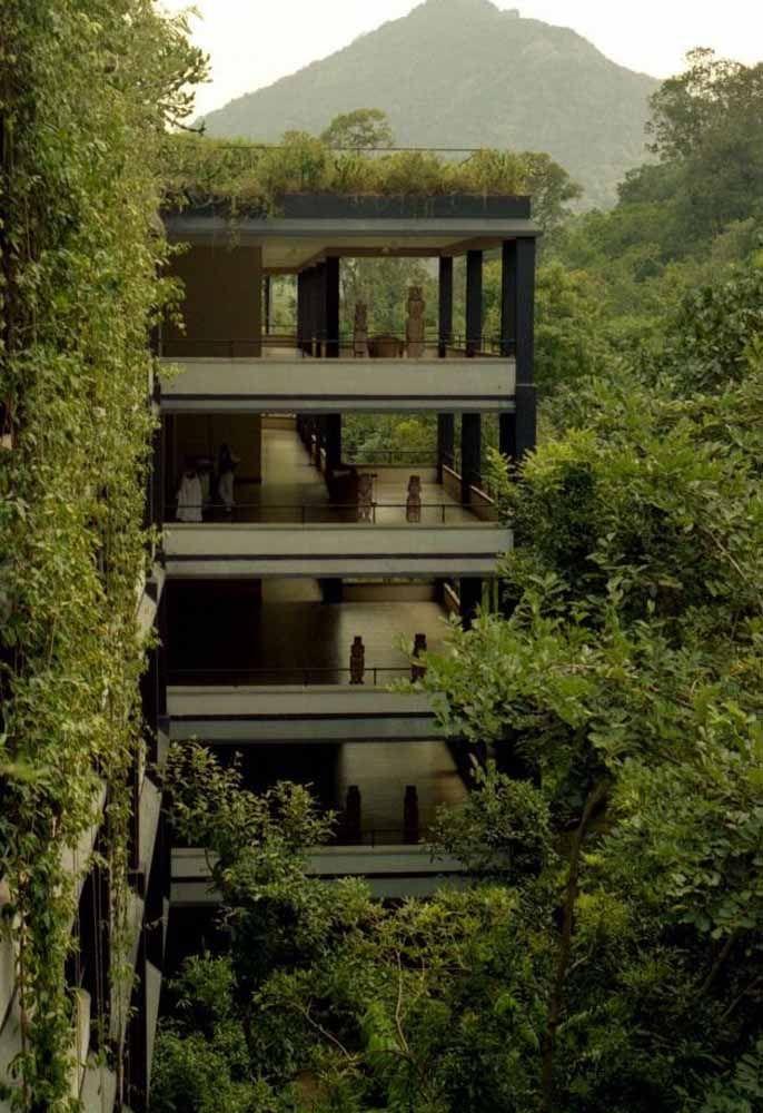 Para deixar o projeto do telhado verde ainda mais completo invista em paredes verdes também