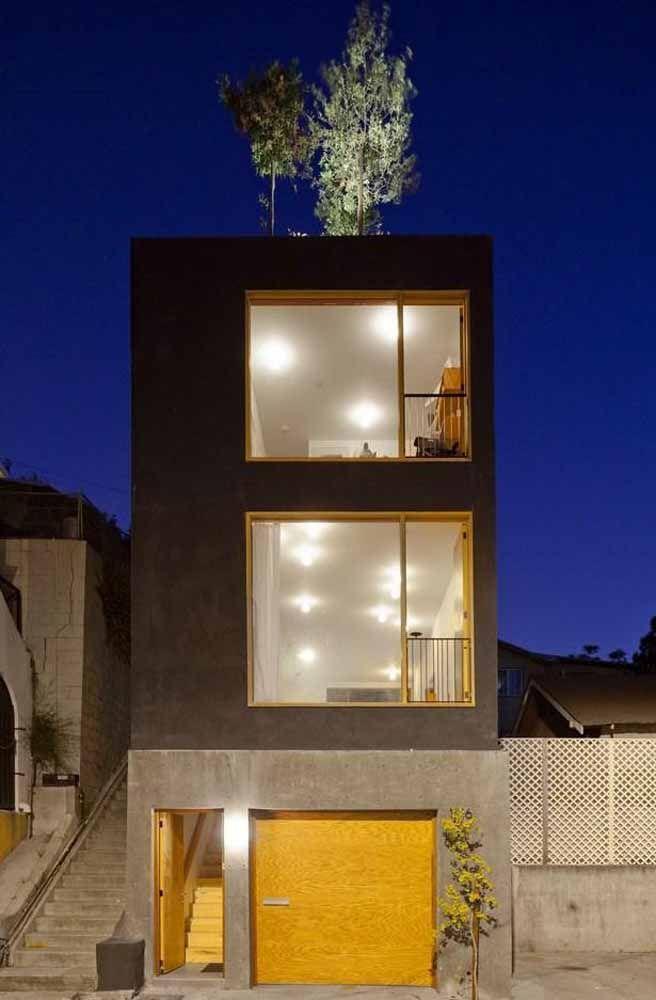 Essa construção moderna reconhece e valoriza a presença do telhado verde