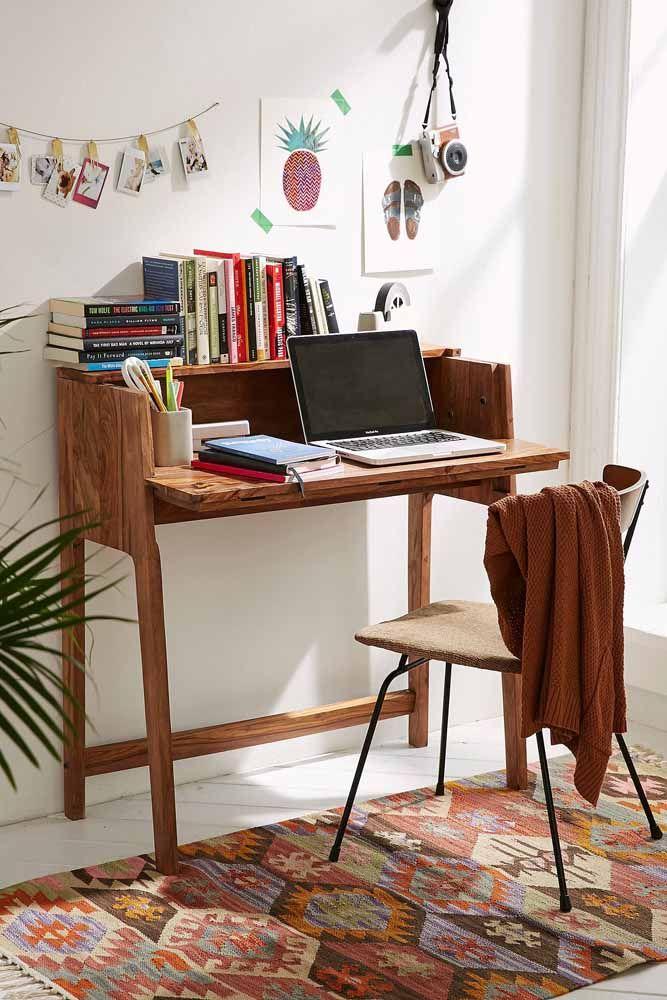 Escrivaninha de madeira maciça com tampo abre e fecha para posicionar o notebook