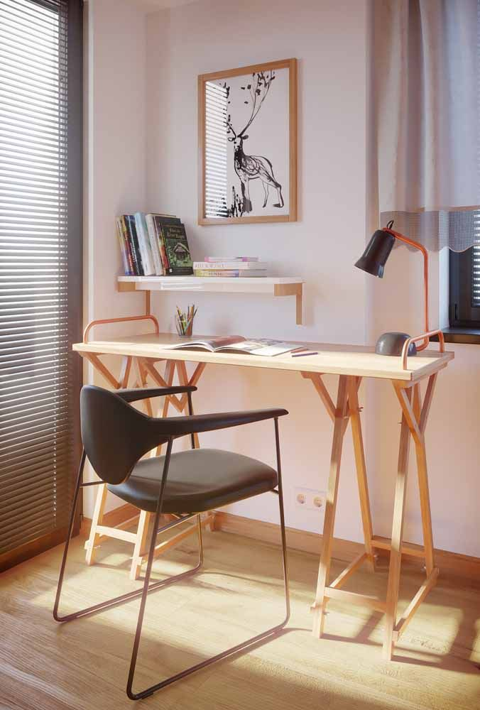 Um dos modelos mais usados de escrivaninha atualmente é o formato de cavalete