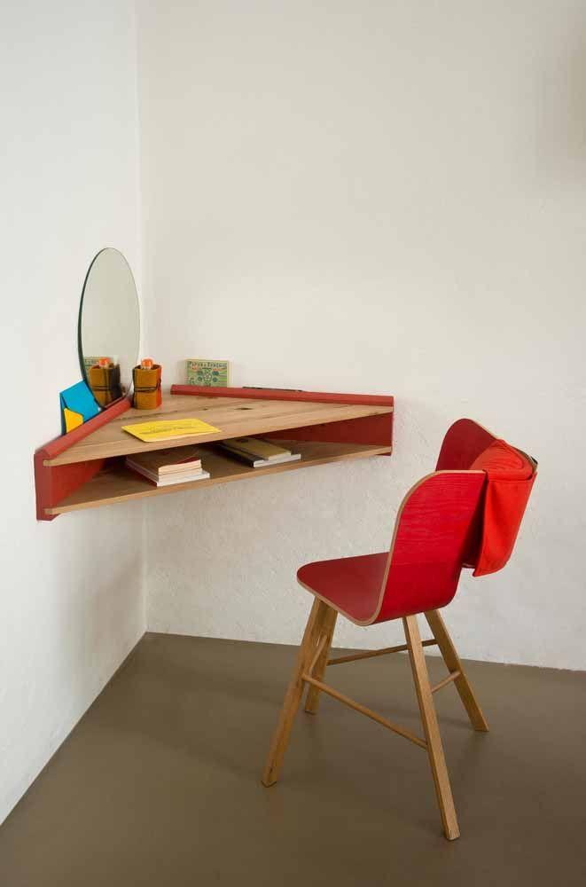 Escrivaninha pequena de canto: uma solução para otimizar espaços sem uso dentro de casa