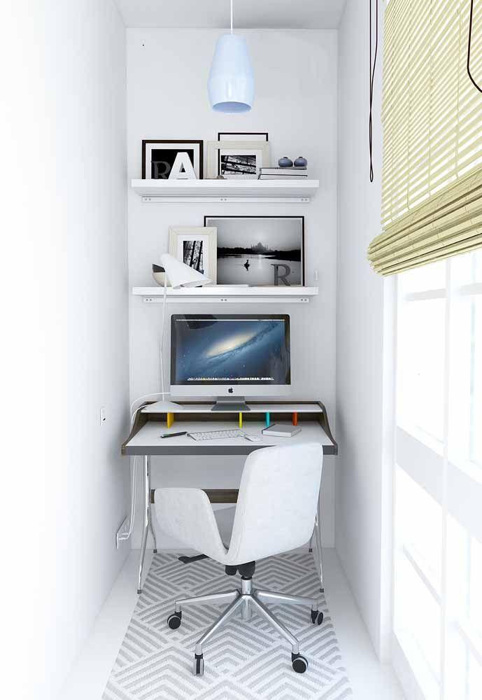 O lado bom das escrivaninhas é que elas são super versáteis e se adaptam bem em qualquer espaço, até nos mais reduzidos