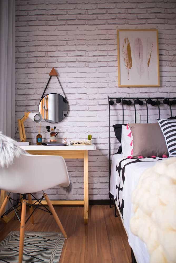 Escrivaninha pequena e simples para o quarto