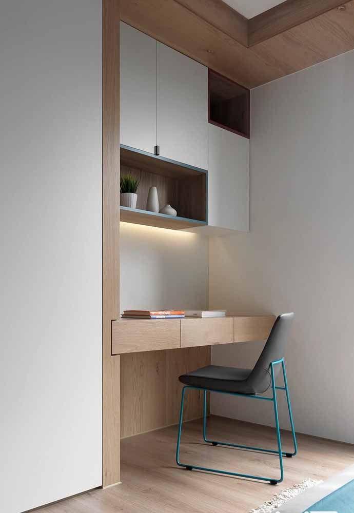 De linhas retas e suspensa, esse modelo de escrivaninha é ideal para ambientes de estilo moderno