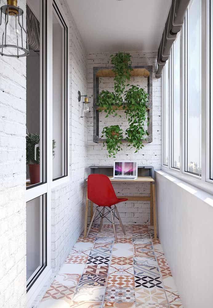 Plantas e muita luz natural para deixar essa escrivaninha aconchegante e agradável