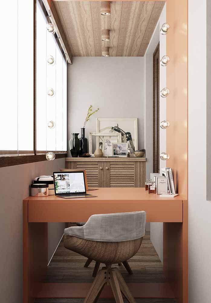 A opção aqui foi aproveitar a escrivaninha como divisória de ambientes