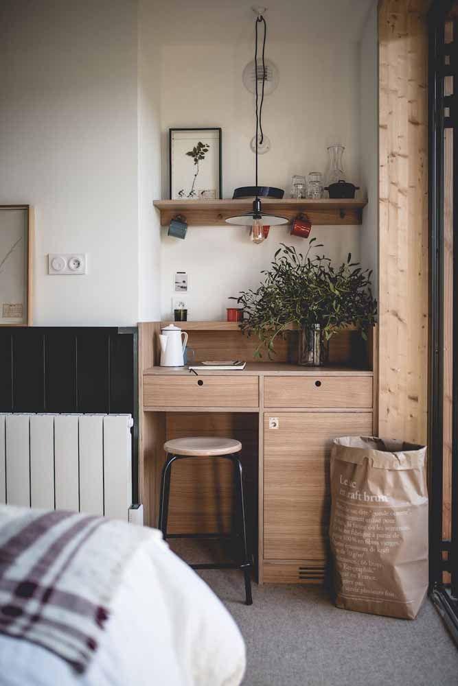 Escrivaninha feita sob medida para encaixar no cantinho do quarto