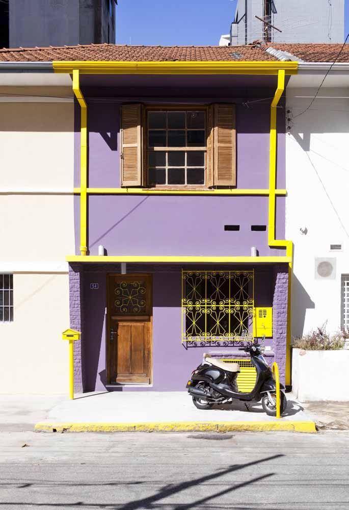 Cores vivas e contrastantes também são uma ótima opção para fachadas que desejam expressar alegria e descontração