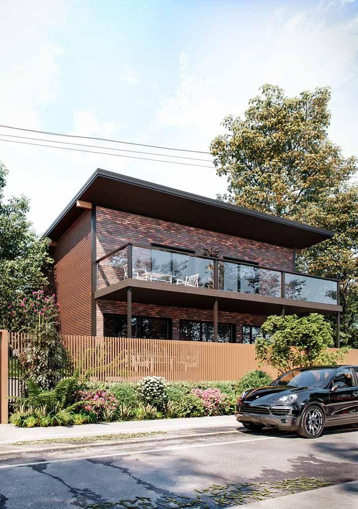 Tijolo, madeira e plantas: mix perfeito para criar uma fachada acolhedora e aconchegante