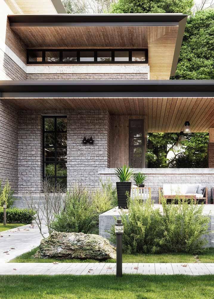 Pedras e madeira formam uma combinação de elementos naturais ideais para propostas rústicas