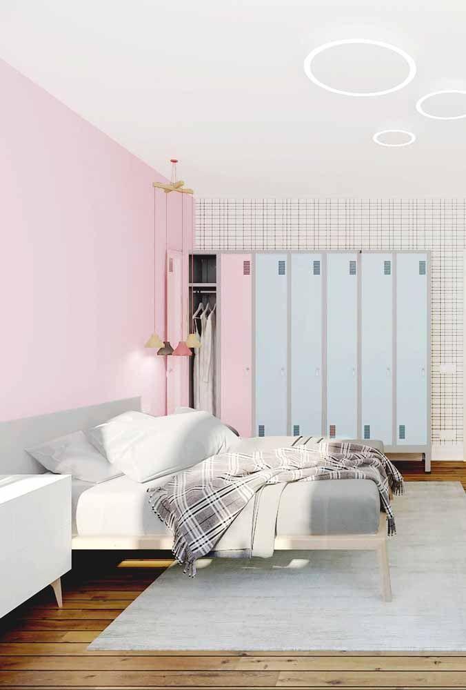 A combinação rosa e azul nesse quarto de casal nem de longe se aproxima a de um quarto infantil