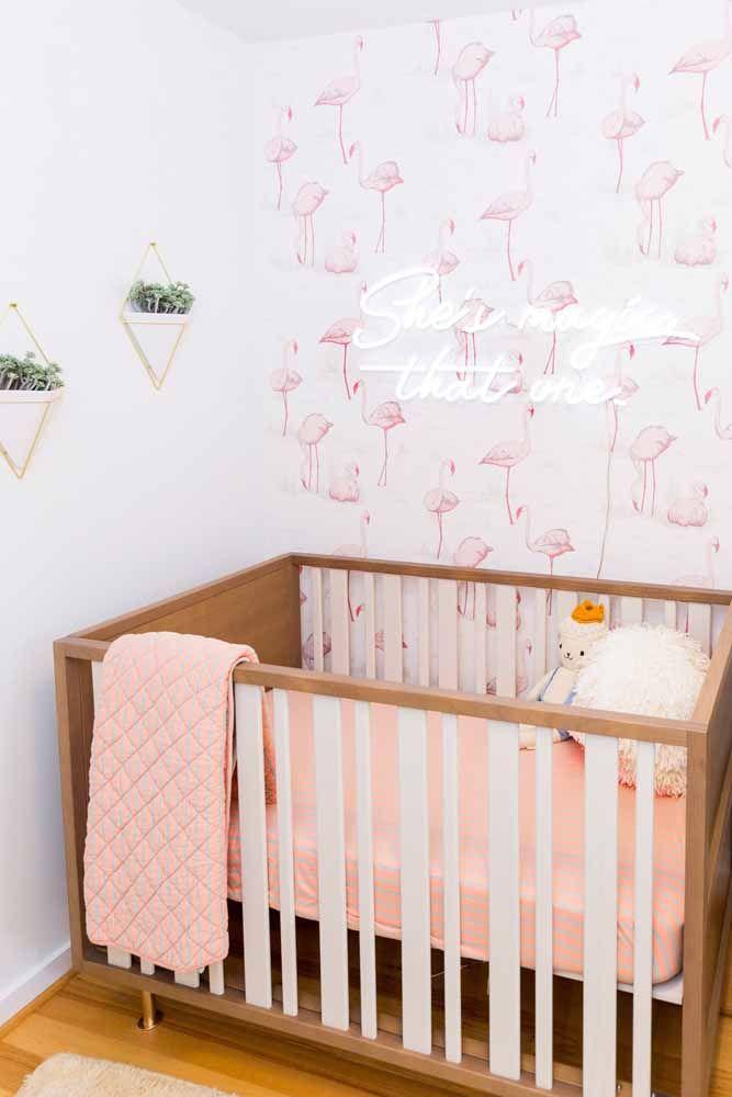 Uma forma de usar o rosa no quarto da bebê, mas sem ser óbvio demais