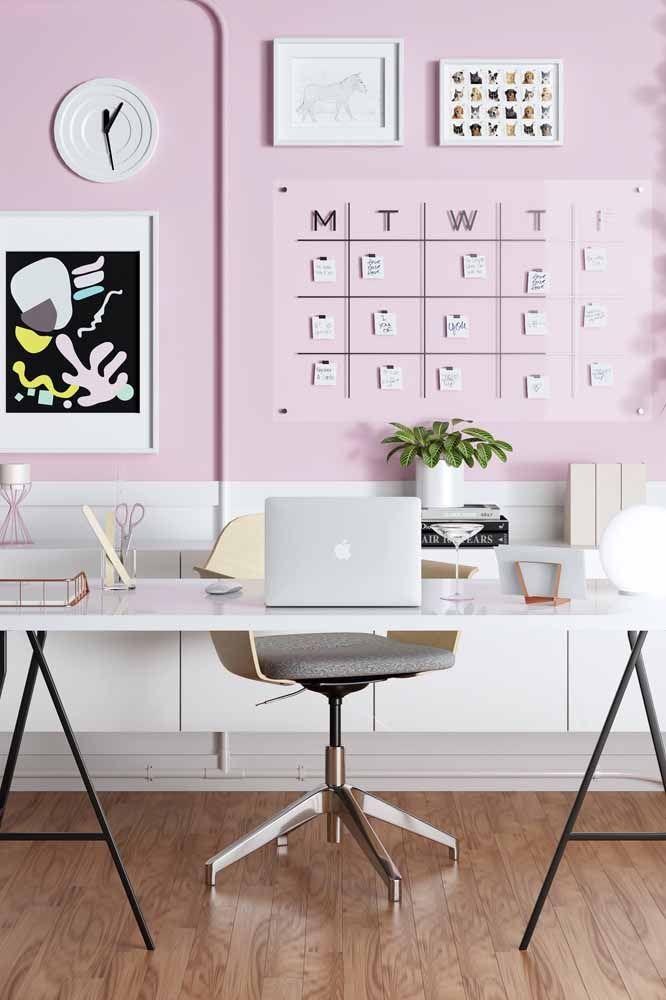 Para um ambiente de trabalho mais leve e descontraído pinte as paredes de rosa
