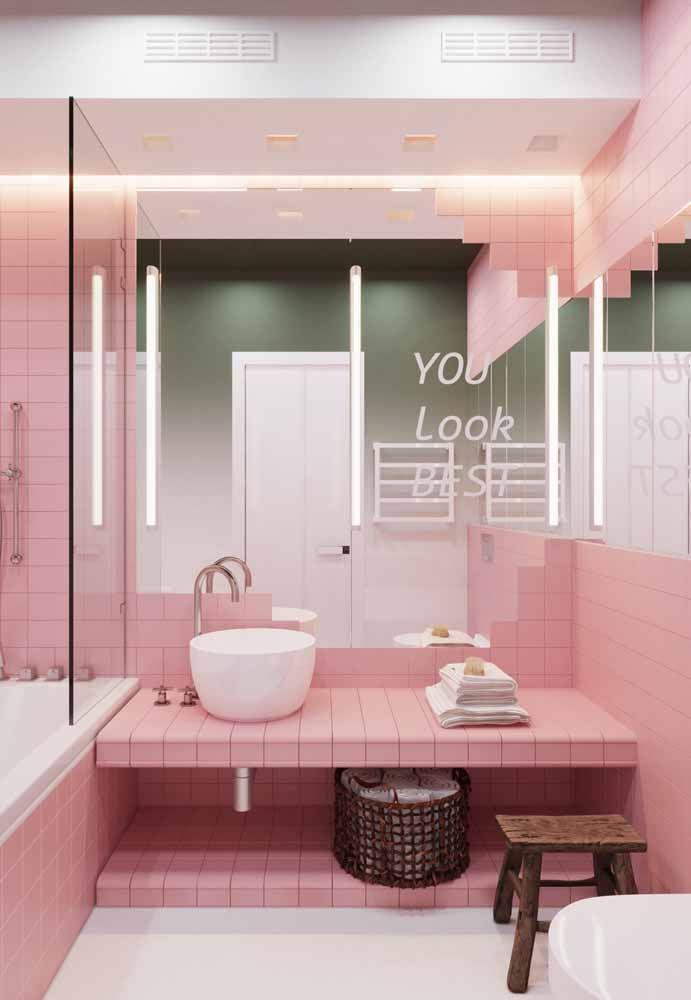 Um banheiro todo cor de rosa