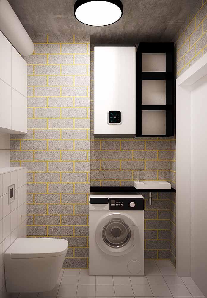 Esse banheiro integrado à área de serviço apostou suas fichas no rejunte amarelo