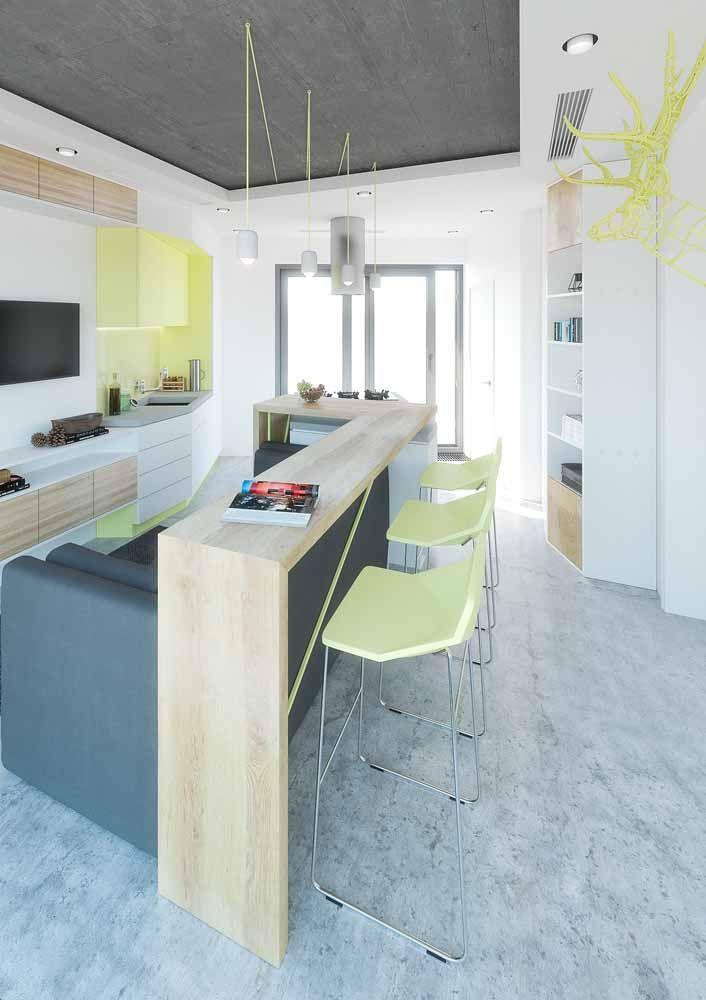 Os tons cítricos de amarelo e verde foram os escolhidos para animar esse ambiente integrado