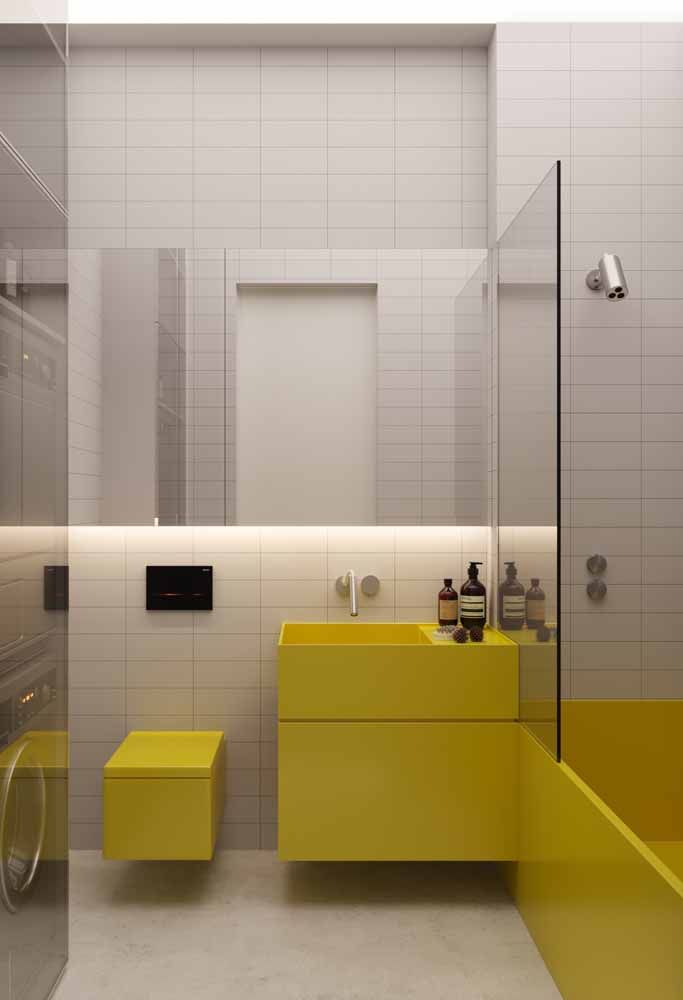 Arrojado, moderno e amarelo: um banheiro para encantar os fãs da cor