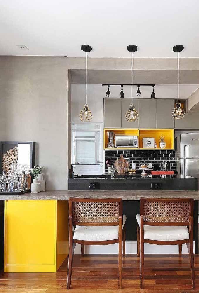 Escolha o ponto da decor que você deseja valorizar e preencha com o amarelo