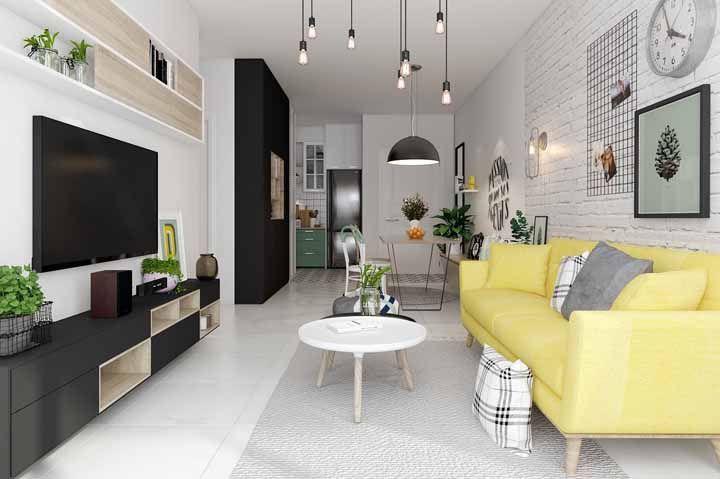 Já pensou em ter um sofá amarelo? Veja como a cor pode se mostrar uma ótima alternativa às cores tradicionais de sofá