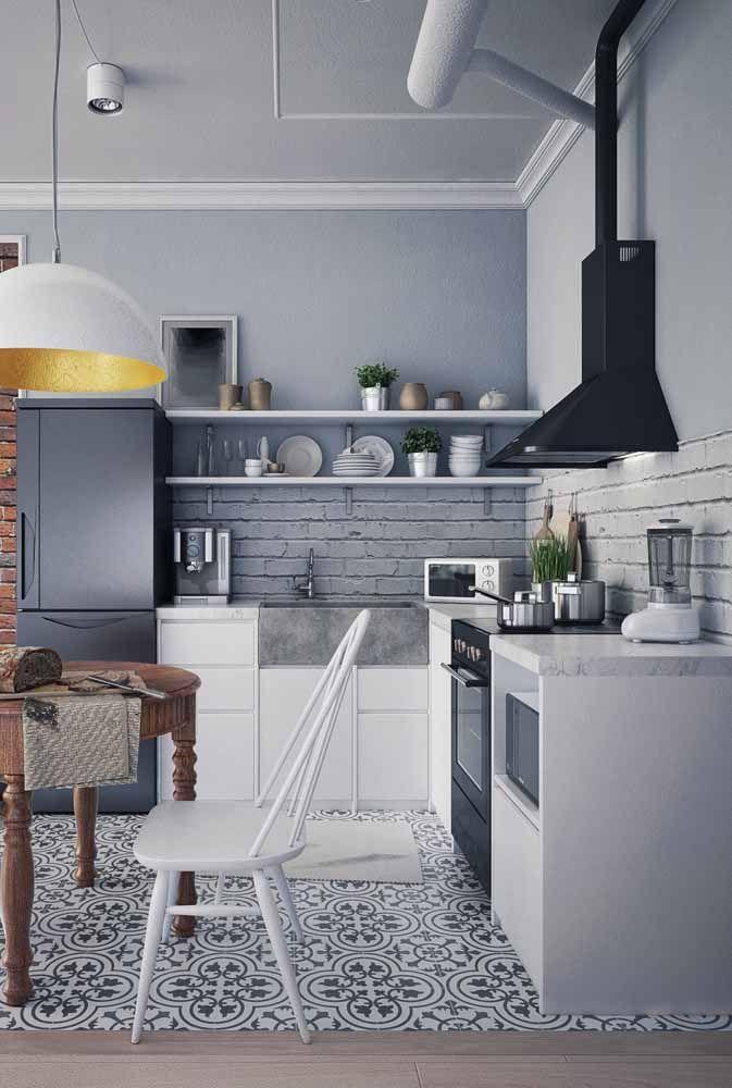 Garanta o estilo retrô no piso da cozinha; o restante da decor deixe em tons neutros