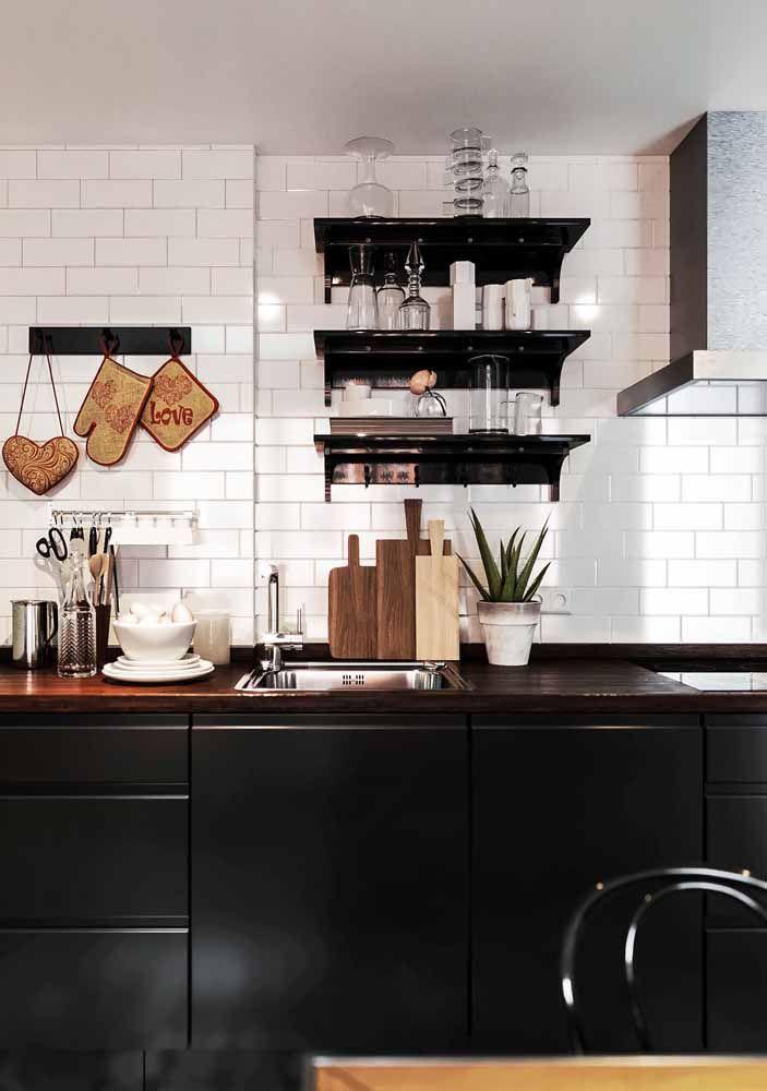 Cozinha retrô preta: o grau máximo de estilo e sofisticação que esse tipo de decor pode chegar