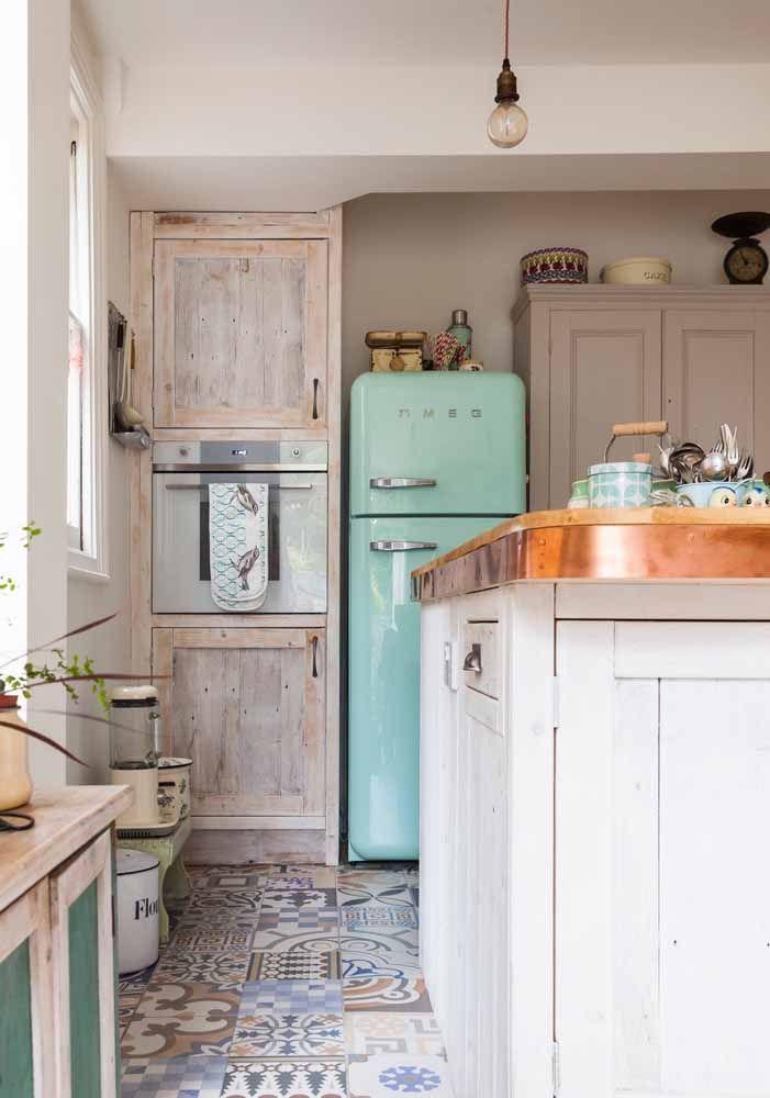 Móveis de pallet na cozinha retrô? Por quê não?