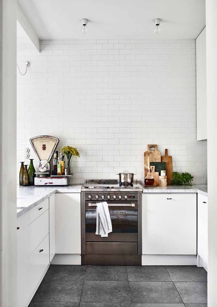 Muita atenção para os puxadores dos armários da cozinha retrô: eles podem ser o sucesso ou o fracasso da sua decoração