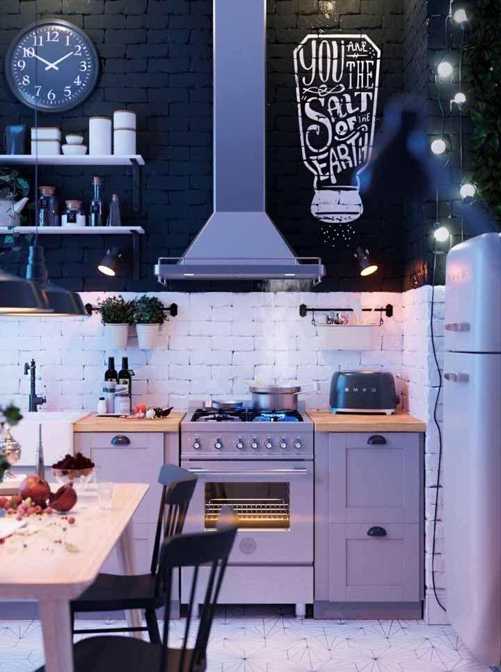 Tijolinhos aparentes estão em alta na decoração e com eles você ainda deixa sua cozinha retrô com um aspecto rústico