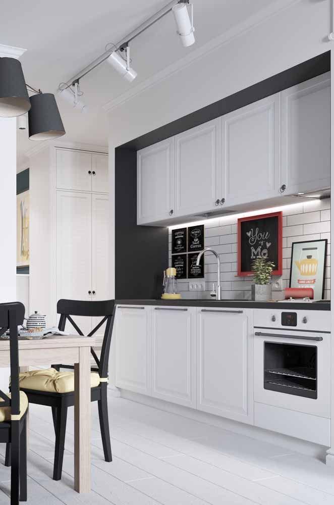 Toda branquinha: uma cozinha retrô para quem não quer errar na decor
