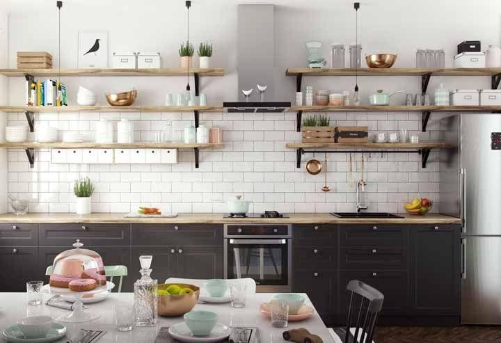 Cozinha ampla, espaçosa, com tudo a mão e ainda retrô: quer mais?