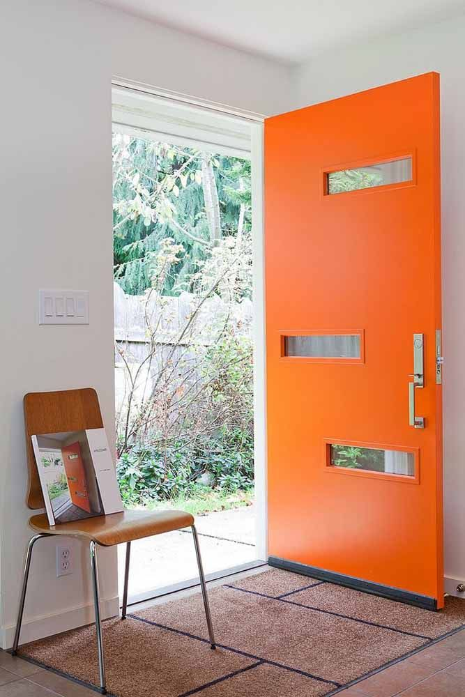 Que tal inovar e escolher uma porta na cor laranja?