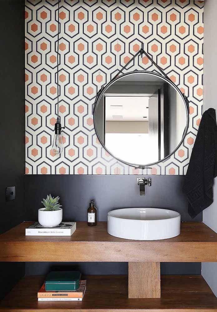 Ladrilho hidráulico com a cor laranja no banheiro