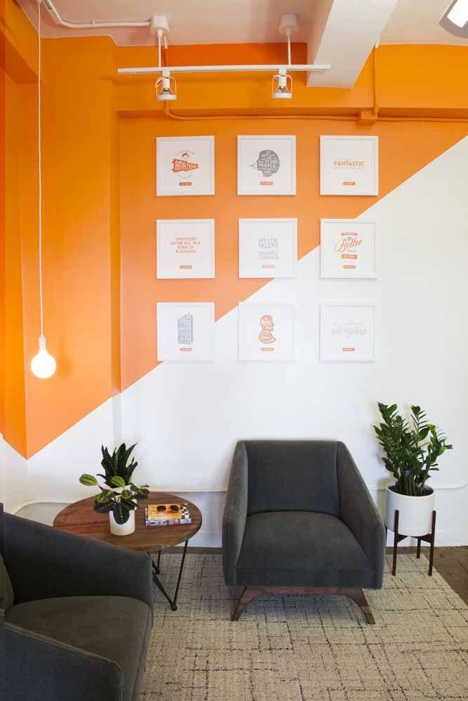 Pintura com formas geométricas para manter o laranja em equilíbrio com o ambiente