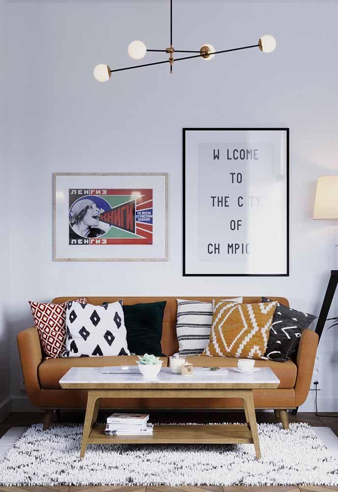 Outro exemplo de sofá de tecido com tonalidade do laranja na decoração