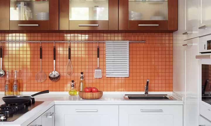 Azulejos na parede da cozinha para evidenciar o área de cocção